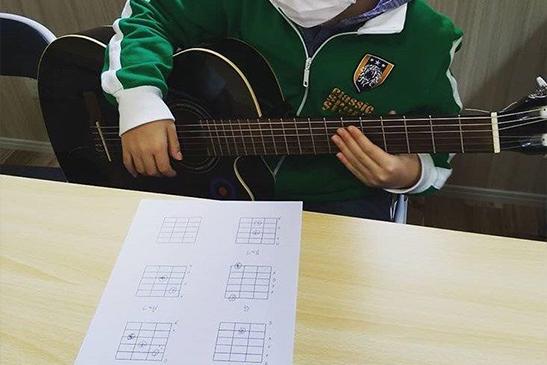 就労準備型芳泉 ギター